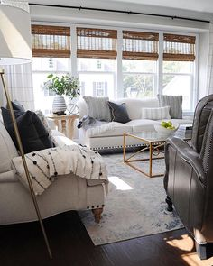 It's only Thursday but this living room by @dearlillie looks so comfy, we'll just pretend it's a lazy Sunday.