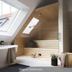 Dachgeschoss: Einbau Einer Holzsaune Mit Glasfront Im Badezimmer. Die  Gesamte Wohnstory Auf Roomido.