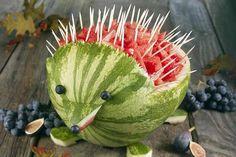 Wassermelonen-Igel - - - - - Partybuffetdekoration/Grillparty - - -  neat watermelon display idea