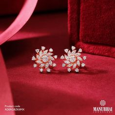 Diamond Earrings by the brand Manubhai Jewels Diamond Earrings Indian, Pearl And Diamond Earrings, Diamond Necklace Set, Diamond Jewellery, Diamond Bracelets, Gold Earrings Designs, Gold Jewellery Design, Manubhai Jewellers, Ear Jewelry