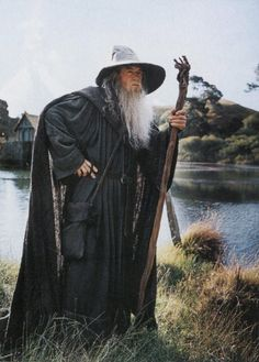Gandalf is a powerful wizard who wore a long grey cloak, a tall pointed grey hat, and a silver scarf; and a member of the Istari – a group of Wizards of Middle-earth. Description from pinterest.com. I searched for this on bing.com/images