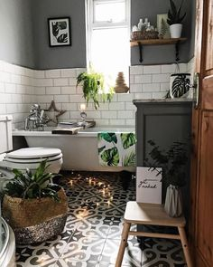 How To Create A Victorian Style Bathroom With A Modern Touch- So erstellen Sie ein Badezimmer im viktorianischen Stil mit einem modernen Touch - Cozy Bathroom, Bathroom Styling, Master Bathroom, Bathroom Grey, Bathroom Toilets, Bohemian Bathroom, Bohemian Bedrooms, Modern Bathroom, Bathroom Mirrors