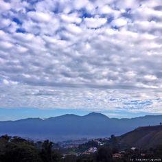 El Avila y Caracas vía FB foto  Miguel Ángel Henriquez