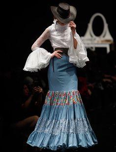 El desfile de Flamencas en Simof 2016. Raúl Doblado Fashion Mode, Fashion Art, Boho Fashion, Fashion Show, Dance Fashion, Fashion Dresses, Flamenco Costume, Flamenco Dresses, Spanish Dress