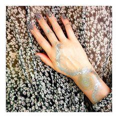 Today's my #coordinate  My new design #luxeytattoos  Nail and tatoo designed by @Hana4 ・ ついにデビュー @luxeytattoos から #Hana4 デザインが出ました! かなり悩んでようやく出来たデザインです リュクシータトゥーのWebサイトから購入できます #ネイル と#タトゥーステッカー のデザインをしたよ お気に入り♡ ・ #Hana4tatoo #Hana4bodypainted #Hana4art #NailmeetsFashion