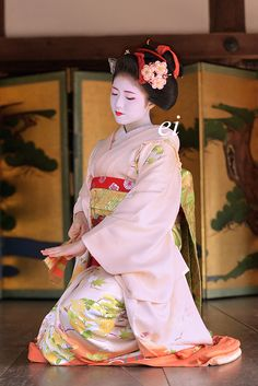 舞妓 勝奈さん。 Maiko. Her name is Katsuna. #japan #kyoto #geiko #geisha #maiko #kimono #japanese culture
