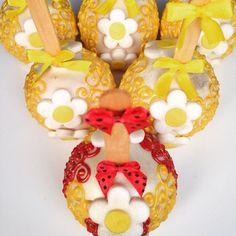 Maça decorada - chocolate branco e margaridas