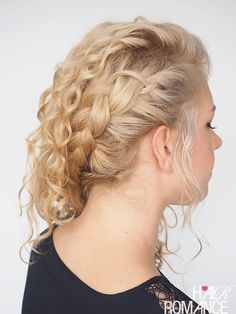 A cool sideswept curly hairstyle tutorial - check out Hair Romance's 30 Days of Curly Hairstyles ebook at http://www.hairromance.com/shop to learn over 35 curly hairstyles