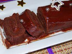 bûche tout chocolat Desserts, Greedy People, Food, Tailgate Desserts, Deserts, Postres, Dessert, Plated Desserts