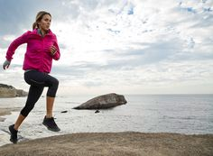 Spotted Sally Fitzgibbons running with the Roxy Outdoor Fitness outfit #ROXYOUTDOORFITNESS