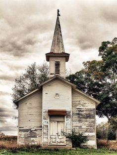 Abandoned wood frame country church, Ionia County, Michigan. Dated 1875 / History / Trendy