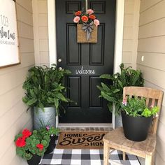 "We love how @faithfootballandfairytales dressed up her doorway! ""Home sweet home"" indeed! 😍"