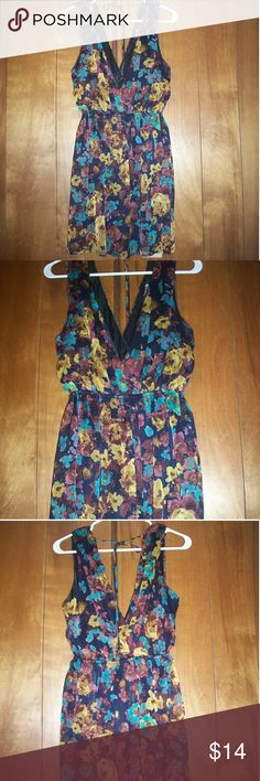 F21 Beautiful Floral Dress F21 beautiful floral dress -shell: 100% polyester -lining: 100% polyester  -wore once Forever 21 Dresses Midi