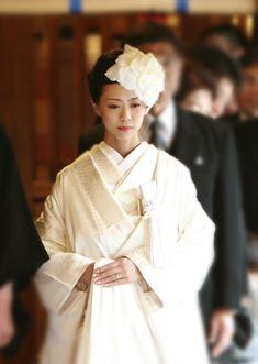 Wedding Hair Pins, Bridal Hair, Wedding Kimono, Wedding Dresses, Up Hairstyles, Wedding Hairstyles, Geisha Hair, Traditional Wedding Attire, Wedding Headdress
