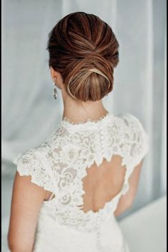I love the back of this dress!!