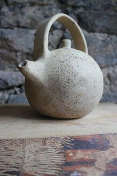 Round tea pot on natural colors Pottery Teapots, Ceramic Teapots, Ceramic Clay, Porcelain Ceramics, China Porcelain, Ceramic Pottery, Pottery Art, Porcelain Dinnerware, Pottery Studio