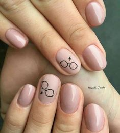 Finger Nail Designs For Spring. Nail art has turned into one of the finest fashi… Finger Nail Designs For Spring. Nail art has turned into one of the finest … Harry Potter Nails Designs, Harry Potter Nail Art, Rose Gold Nails, Yellow Nails, Blue Nail, Solid Color Nails, Nail Colors, Trendy Nails, Cute Nails