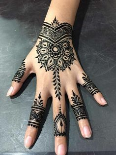 Henna 🤗🤗 – Henna – Source by coolhennadesigns Henna Art Designs, Mehndi Designs For Girls, Beautiful Henna Designs, Hand Designs, Cool Henna Tattoos, Henna Tattoo Sleeve, Paisley Tattoos, Henna Patterns Hand, Simple Henna Patterns