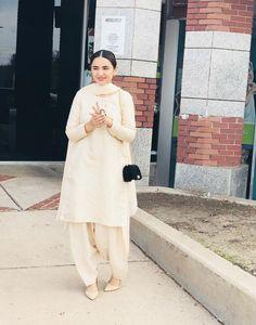 Stylish Dresses For Girls, Stylish Dress Designs, Designs For Dresses, Casual Dresses, Fashion Dresses, Pakistani Fashion Party Wear, Pakistani Wedding Outfits, Simple Pakistani Dresses, Pakistani Dress Design