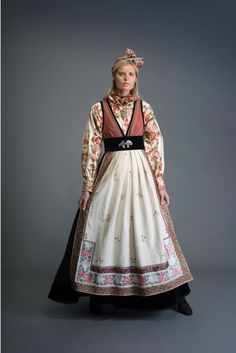 2017-10-Eva-Bunad-117-fin Scandinavian Fashion, Tribal Dress, Ethnic Outfits, Russian Fashion, Drawing Clothes, Folk Costume, Wedding Costumes, Nordic Style, Pretty And Cute