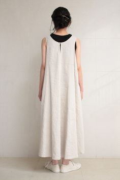 Simple white tent-dress in linen and triacetate : Veritecouer
