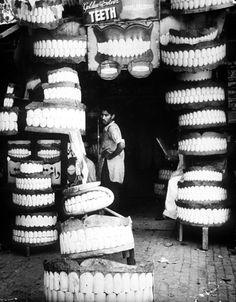 Photo by Ferenc Berko, Rawalpindi, India,1946   TEEETH LOL