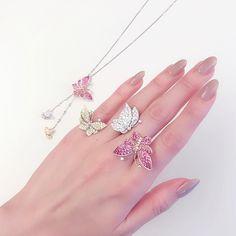 Pin by サト 栗野 on ネイル in 2020 Stylish Jewelry, Cute Jewelry, Luxury Jewelry, Bridal Jewelry, Jewelry Accessories, Jewelry Design, Fashion Rings, Fashion Jewelry, Butterfly Jewelry