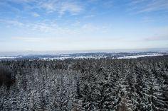 Im Januar 2017 zeigte sich im Rabensteiner Wald, welcher sich im Westen von Chemnitz erstreckt, nach starken Schneefällen und beständigem Frost eine herrliche Winterlandschaft. Der Wald nördlich des Ortsteils Grüna bietet neben Sagen um verwunschene Prinzen und sorbische Schätze sowie dem alljährlich stattfindenden Mountainbike-Rennen #Heavy24 allerlei hübsche Flecken für das eine oder andere Fotomotiv. #Chemnitz #Grüna #Erzgebirgsvorland #Wald #Totenstein #MariaJosepha #Turm #Aussicht…