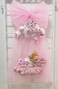 Christmas Tree Wallpaper Iphone, Felt Crafts, Diy And Crafts, Baby Shower Souvenirs, Felt Banner, Felt Art, Baby Room Decor, Flower Making, Home Decor Styles