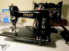 Sewing Machines Best Tips for buying a Vintage Sewing Machine Sewing Blogs, Sewing Basics, Sewing For Beginners, Sewing Hacks, Sewing Projects, Sewing Ideas, Sewing Tips, Sewing Patterns, Sewing Essentials