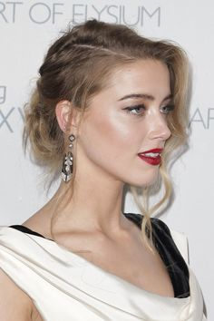 Amber Heard: Art of Elysium Heaven Gala. Classic and undone wavy textured updo.