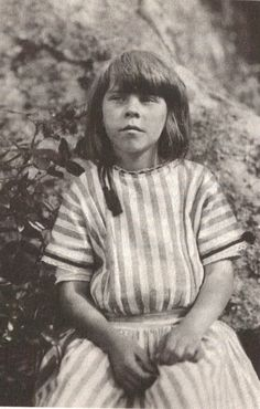 Author, artist, cartoonist and honorary professor of philosophy, Tove Jansson as a little girl. Moomin Books, Tove Jansson, Carl Larsson, People Of Interest, Book Writer, Portraits, Women In History, Childrens Books, Illustrators
