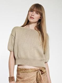Tamsin-- oversized cropped tee in cotton. Rowan.