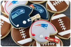 New England Patriots v. Seattle Seahawks for Super Bowl - Mentol.Club Pin Everything No Bake Sugar Cookies, Fancy Cookies, Iced Cookies, Cut Out Cookies, Royal Icing Cookies, Cake Cookies, Football Sugar Cookies Royal Icing, Crown Cookies, Frosted Cookies