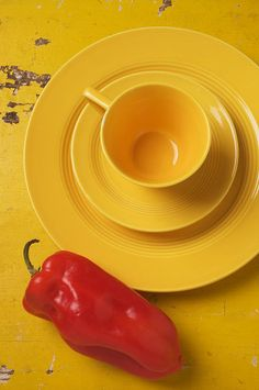 For your love of HOT peppers and anything SPICY❤️Along with your favorite color dad❤️ Yellow Cups, Yellow Art, Mellow Yellow, Yellow Black, Yellow Plates, Color Yellow, Green And Orange, Red And Pink, Red And White
