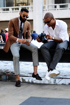 The Well-Dressed . Mens Style Guide, Men Style Tips, Sandro, Mens Fashion Blog, Fashion Trends, Men's Fashion, Fashion Updates, Young Fashion, Fashion Sale