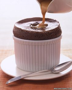 Bittersweet Chocolate Souffles Funnel Cakes, Creme Anglaise Recipe, Just Desserts, Dessert Recipes, Dessert Sauces, French Desserts, Cake Recipes, Salsa Dulce, Souffle Recipes