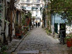 hidden secrets Paris : oberkampf area : arrondisement : this could be called rue de la soif. Dan Paris, Paris 11ème, Paris Street, Paris France, Belleville Paris, Beautiful Streets, World Cities, Paris Photos, France Travel