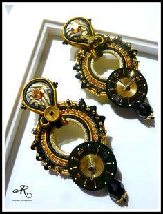 Orecchini soutache con strass, cristalli e quadranti di orologi...