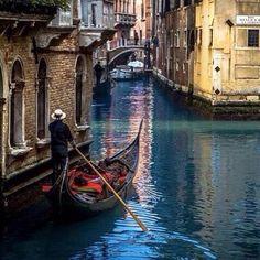 Crossing Venice..... #Awesome #Cool #Colors #Magic #Majestic #Dream #Dreamers #Serenity #Zen #Lit #Life #Live #Love cl bob#Light #Hope #Harmony #Horizons #Idyll #Imagine #Inspired #Incredible #Follow #PhotOfTheDay #Wonderland #Fairytale #Venice #Benezia #Summer #Gondola