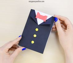 DIY Father's Day Tuxedo Card Need a Father's day card idea? Why not make this simple Father's Day Tuxedo Card. Homemade Fathers Day Card, Fathers Day Art, Easy Fathers Day Craft, Fathers Day Presents, Homemade Cards, Diy Father's Day Gifts Easy, Great Father's Day Gifts, Father's Day Diy, Crafts For Kids To Make