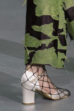 nice Central Saint Martins at London Fall 2016 (Details) by http://www.globalfashionista.xyz/london-fashion-weeks/central-saint-martins-at-london-fall-2016-details/