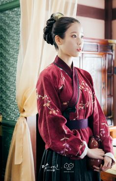 i'm just a girl that really likes moon lovers (wang wook) Scarlet Heart Ryeo Cast, Moon Lovers Scarlet Heart Ryeo, Korean Traditional Clothes, Traditional Dresses, Korean Women, Korean Girl, Iu Hair, Kdrama, Sana Momo