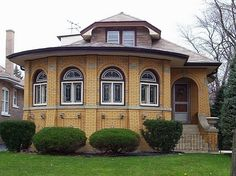 A Chicago Bungalow.... probably one of my very favorite types of architecture.