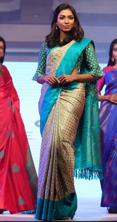 Love the combo and the blouse style Saree Blouse Neck Designs, Fancy Blouse Designs, Bridal Blouse Designs, Dress Designs, Sleeve Designs, Saree Styles, Blouse Styles, Saree Trends, Designer Blouse Patterns