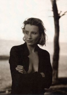 Emma Thompson Vanity Fair magazine Feb 1996 Photography by Annie Leibovitz Emma Thompson, British Actresses, Actors & Actresses, Annie Leibovitz Photography, Annie Leibovitz Portraits, Beauté Blonde, Kristin Scott Thomas, Cinema Tv, Foto Art
