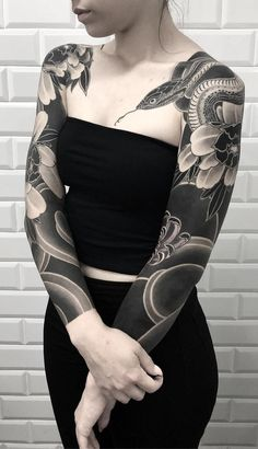 Ideas Of Meaningful And Great Tattoos For Girls Solid Black Tattoo, Black Tattoos, Body Art Tattoos, Tribal Tattoos, Geometric Tattoos, Small Tattoos, Full Sleeve Tattoo Design, Full Sleeve Tattoos, Sleeve Tattoos For Women