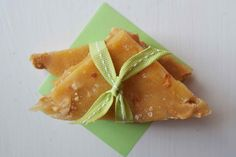 Bakeaholic Mama: Sea Salted Cashew Nut Brittle