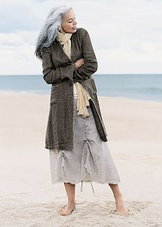 Gauze skirt and deleve jacket ~> beach moment