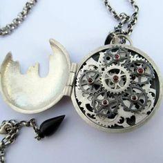 Inside the Tempus Fugit pendant!